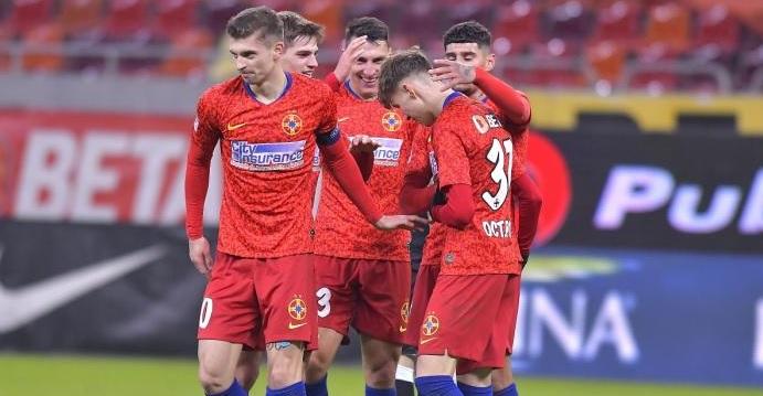 """FC Botoşani – FCSB 0-2. """"Bombardierul"""" Tănase şi Olaru menţin echipa lui Petrea pe primul loc. FCSB s-a distanţat la 7 puncte de Craiova"""