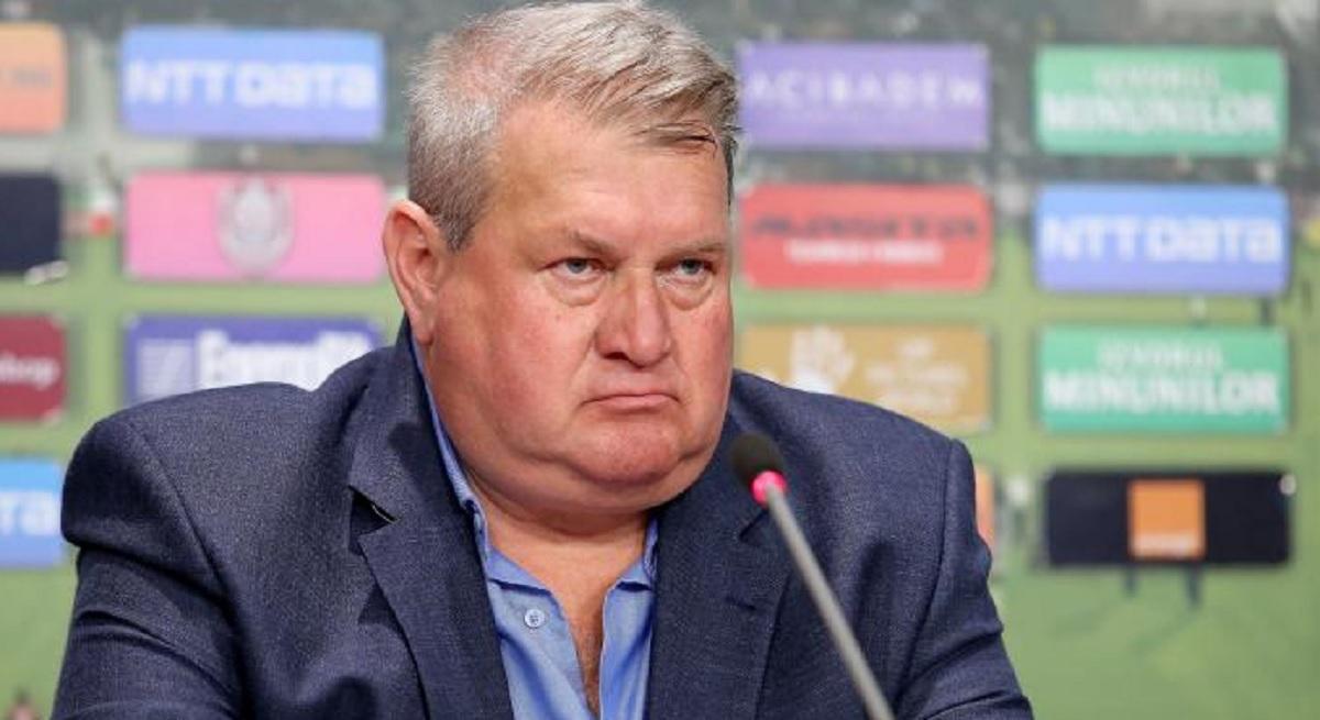 Iuliu Mureșan în cadrul unei conferințe de presă