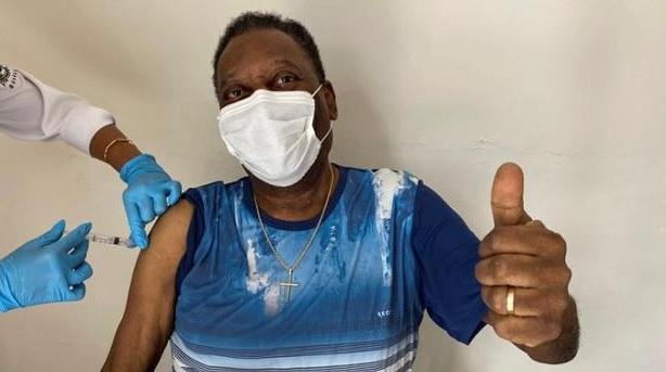 Pele s-a vaccinat anti Covid-19 la 80 de ani. Mesajul special în lupta cu coronavirusul