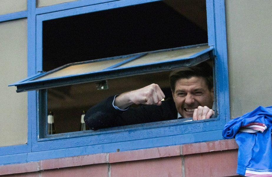 Steven Gerrard sărbătoreşte victoria cu St. Mirren