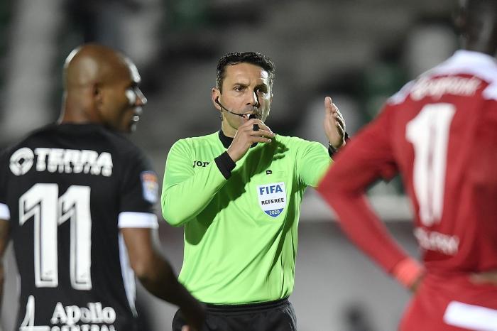 """Sebastian Colțescu ține prima pagină în presa internatională după decizia UEFA: """"A fost suspendat, dar nu pentru rasism"""". Turcii nu îl iartă pe arbitrul român"""