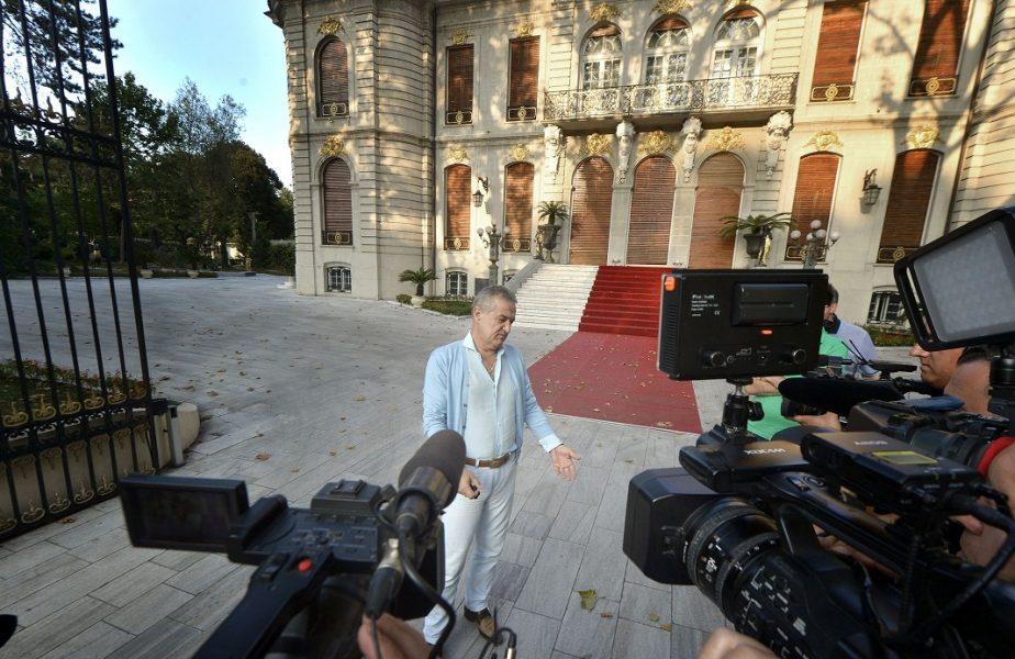 A fost coadă uriaşă la palatul lui Gigi Becali. Milionarul a ajutat cu bani o singură femeie. Motivul pentru care s-a făcut nevăzut