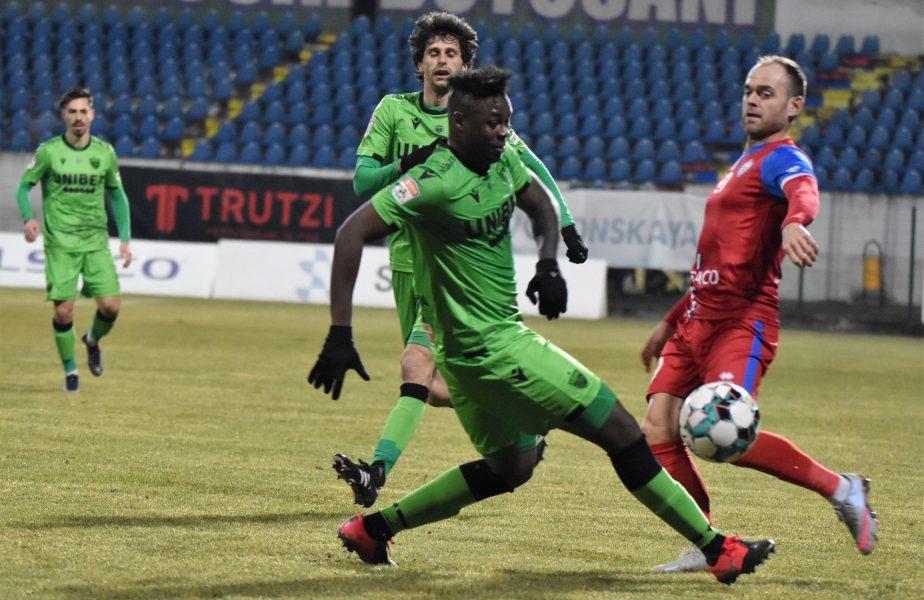 Magaye Gueye, fotbalistul care a fost prins drogat cu cocaină, a fost implicat într-un alt scandal uriaş. Petrecere cu femei în piscină şi înjurături la adresa lui Dinamo