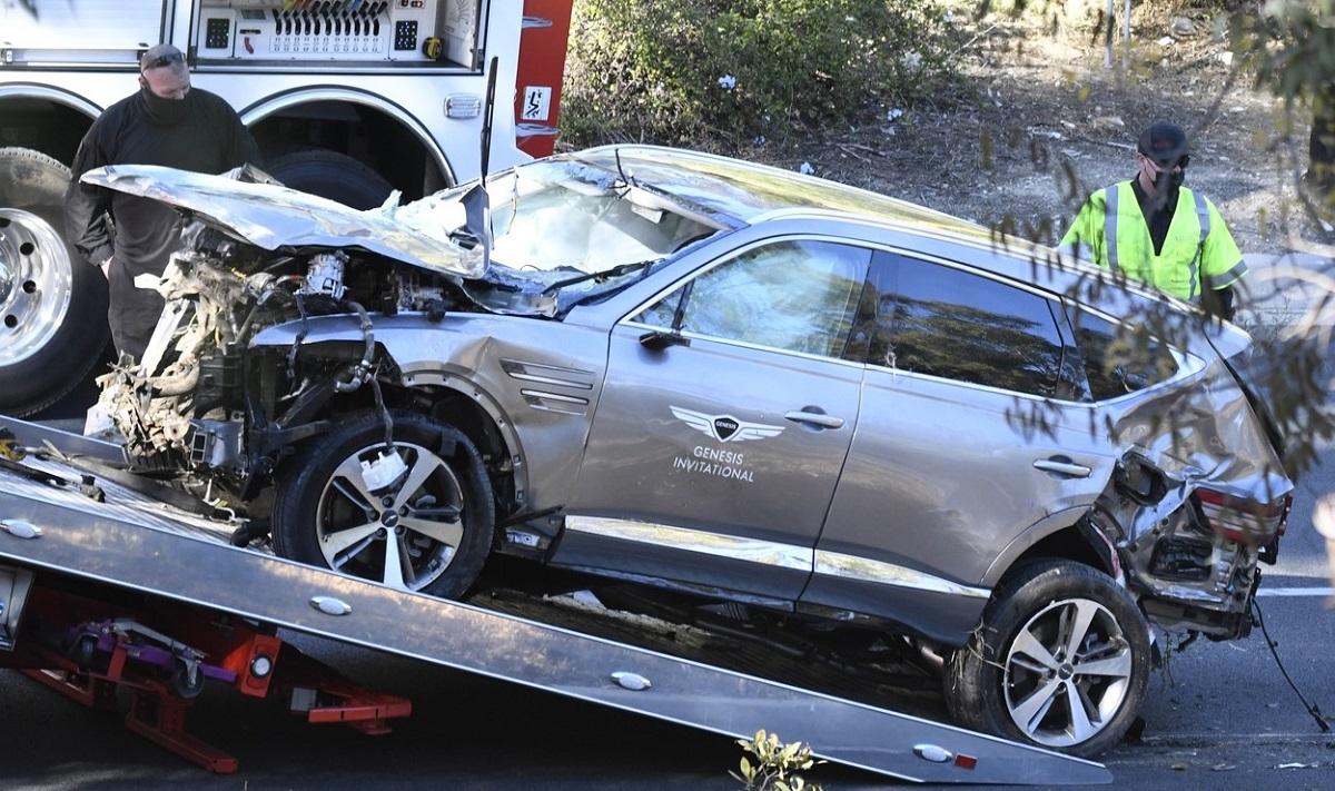 Aşa arată maşina lui Tiger Woods după accidentul de pe autostradă