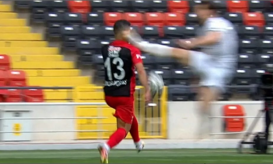 VIDEO | Perversa de pe Bosfor! Junior Morais, lovit cu piciorul în gură de un adversar. Imagini horror în Turcia