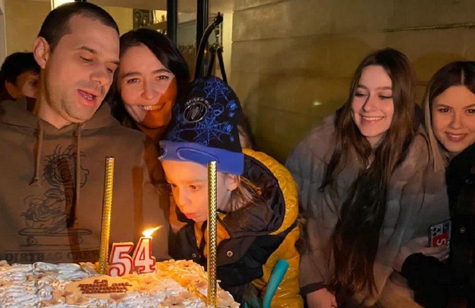 Fosta soție a lui Ilie Năstase a dat petrecere în rochie mulată, după ce a slăbit peste 30 de kilograme. A cerut cadou de ziua ei o ambulanță!