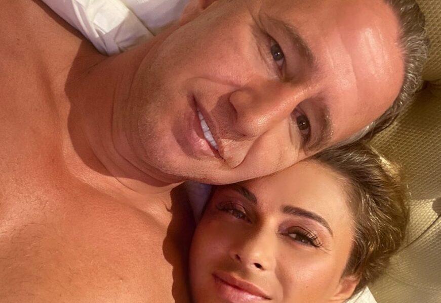 """Anamaria Prodan, imagine incendiară din dormitor. În pat cu bărbatul """"perfect"""" şi care este la bustul gol"""