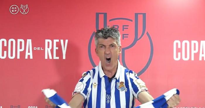 VIDEO | Antrenorul suporter al lui Real Sociedad s-a trezit cu ultraşii la balcon. Cum i-au mulţumit pentru câştigarea Cupei Spaniei