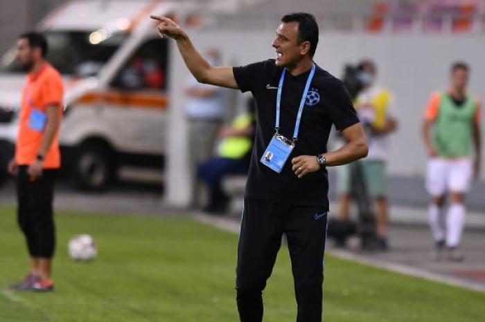 """Toni Petrea aşteaptă ca CFR şi Craiova să se încurce: """"Fiecare punct e important"""". Ce probleme are FCSB după eşecul din Supercupă"""