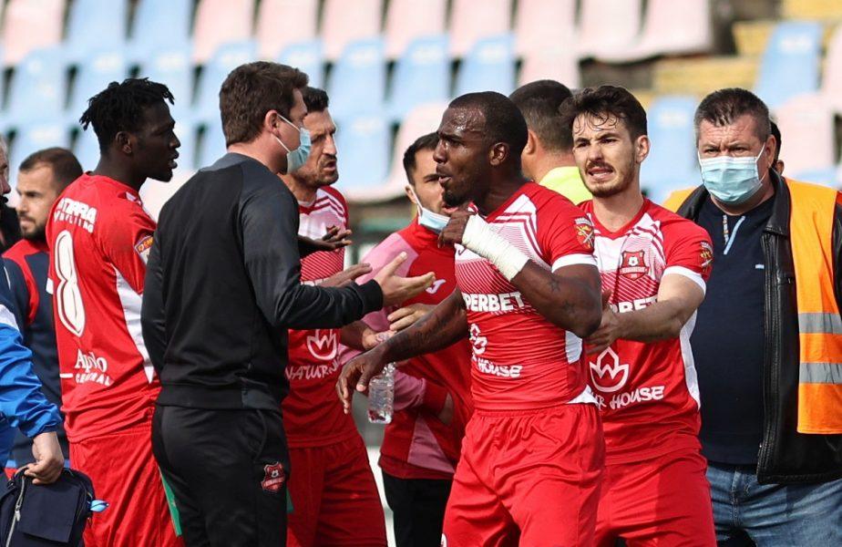"""Chindia – Hermannstadt 2-0. Scandal de rasism în Liga 1! Romario Pires îl acuză pe Andrei Piţian: """"E prea mult să fiu făcut maimuțoi!"""""""