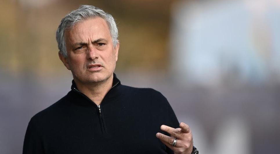 Jose Mourinho i-a taxat pe englezi