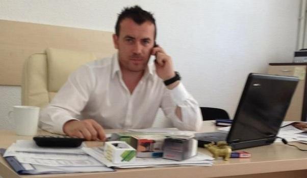 Papa Junior, la birou