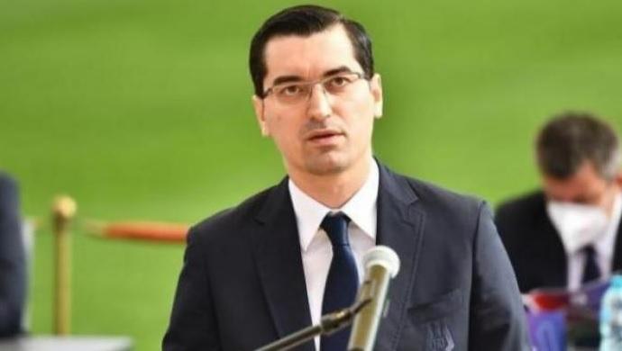 Răzvan Burleanu, în timpul unei conferinţe de presă