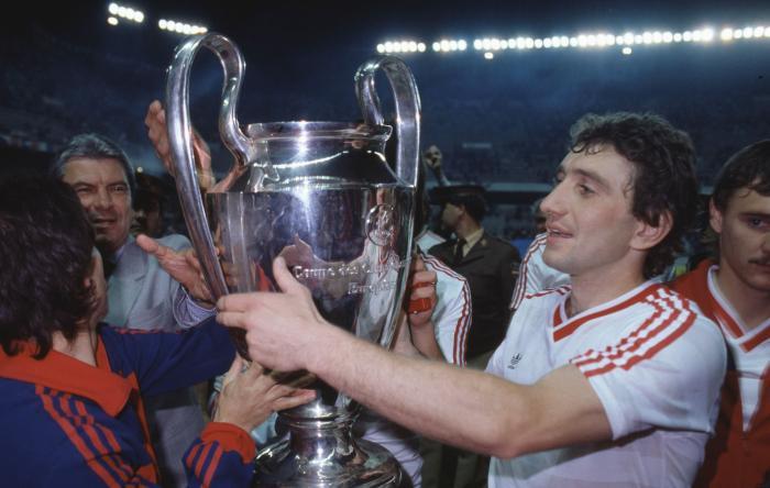 EXCLUSIV AS.ro LIVE   ULUITOR! Cupa Campionilor Europeni, cucerită de Steaua, a ajuns în Coreea de Nord! Nicolae Ceaușescu i-a făcut-o cadou lui Kim Ir-sen