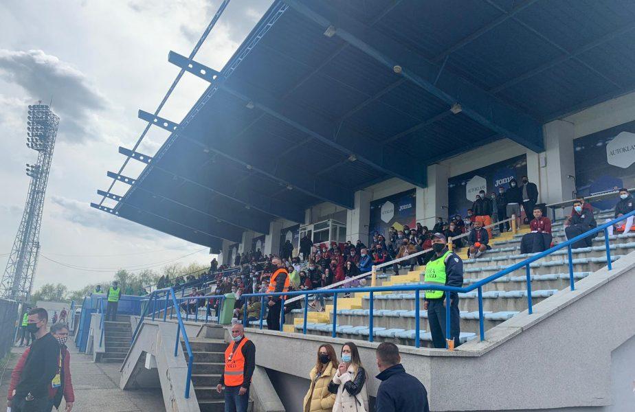 FOTO   Primul meci cu spectatori în tribune în România! Imagini uluitoare de la Rapid – CS Mioveni. Zeci de oameni au asistat la joc. Giuleştenii riscă amenzi uriaşe!