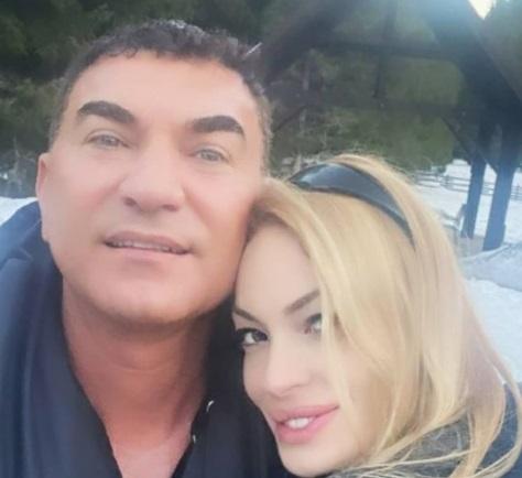 Ea este sora secretă a lui Cristi Borcea. E plecată din ţară şi vine extrem de rar în România. Cât de mult seamănă cu fratele ei