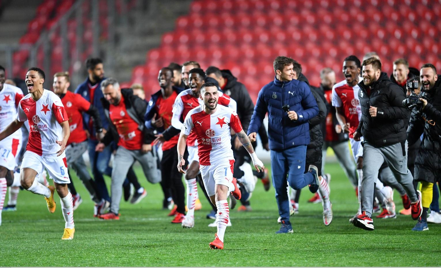 Nicolae Stanciu sărbătoreşte câştigarea titlului cu Slavia Praga