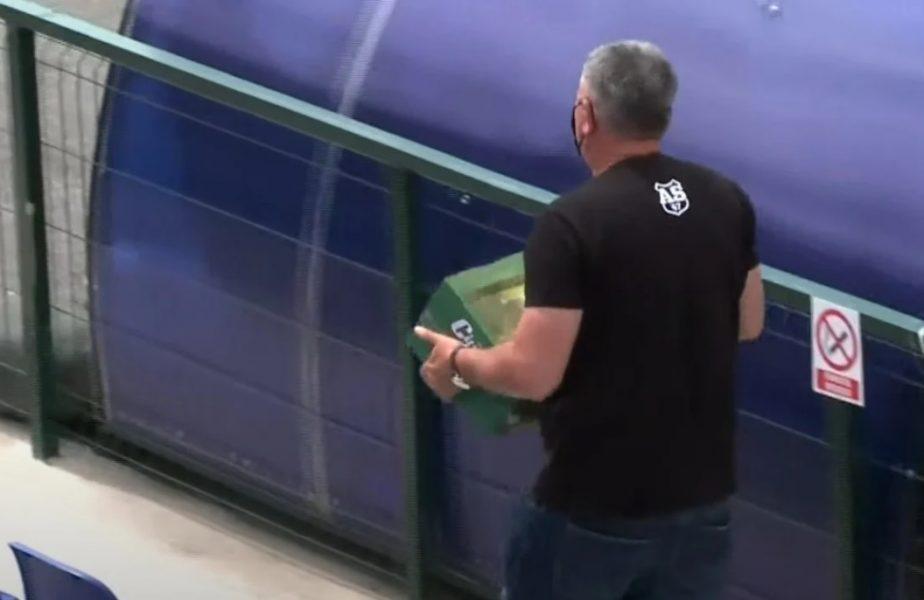 """Mostiştea Ulmu – CSA Steaua 0-2   Imagini ireale în România! Un angajat al """"militarilor"""", surprins în timp ce căra băutură la vestiare în timpul meciului"""