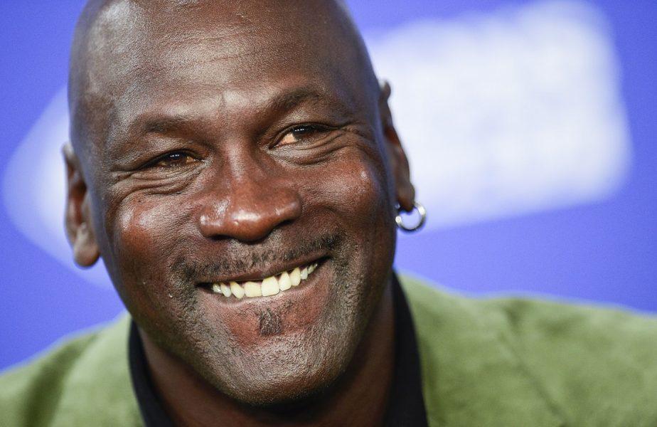 Un tricou al lui Michael Jordan, vândut pentru o avere! Suma licitată depăşeşte orice aşteptări. E record absolut!