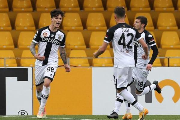 """Roberto D'Aversa """"plânge"""" după Dennis Man și Valentin Mihăilă: """"Meritau să joace!"""" Parma, ultimele meciuri în Serie A"""