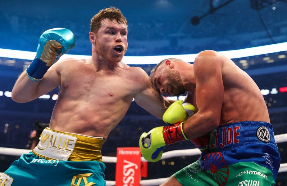 Canelo Alvarez câștigă un nou titlu mondial! Saunders nu s-a mai ridicat de la colț după 8 runde