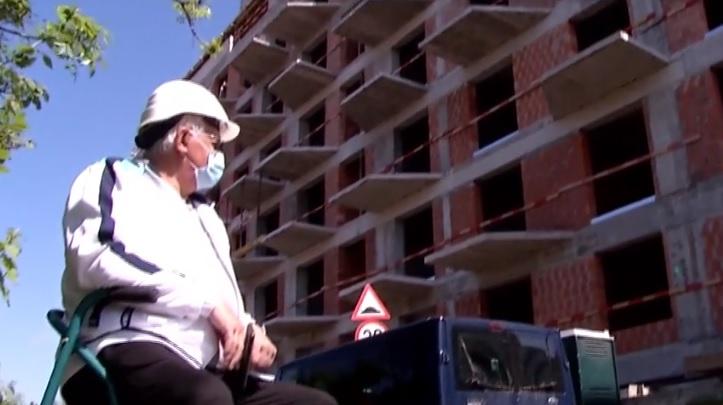 Pensionarul de 74 de ani care vinde apartamente de 500.000 de euro în Bucureşti, în plină pandemie