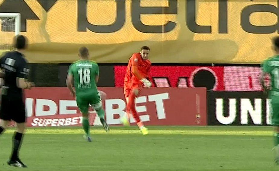 CFR Cluj – Sepsi | Sandomierski s-a făcut de râs! Portarul ardelenilor, aproape de o gafă imensă. Safranko putea să marcheze la fel ca Piţurcă cu Galatasaray