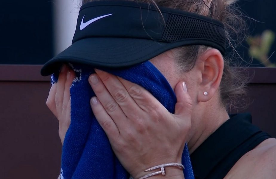 Simona Halep – Angelique Kerber 6-1, 3-3. Simo s-a accidentat şi a abandonat în lacrimi! Românca a fost purtată pe braţe. Kerber i-a sărit în ajutor. VIDEO