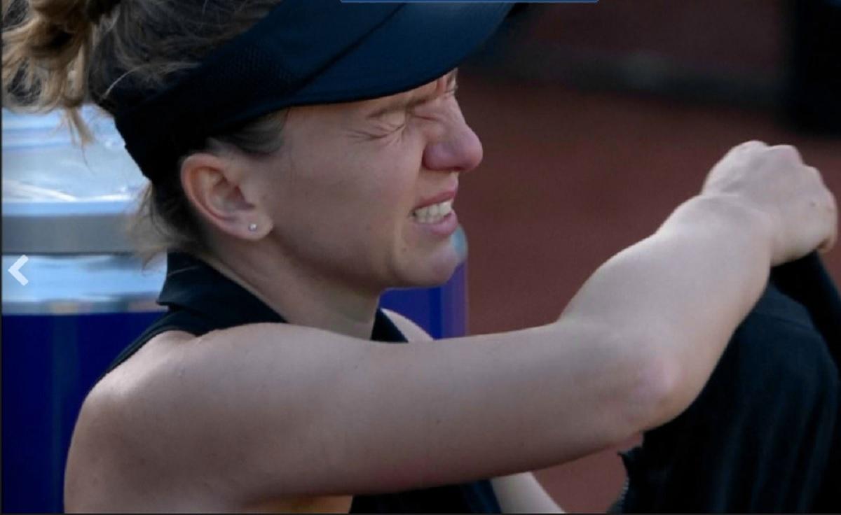 """Simona Halep, clipe de groază la Roma! """"Crezi că e rupt?"""" Darren Cahill a coborât imediat din tribune. Kerber i-a purtat geanta româncei. VIDEO"""