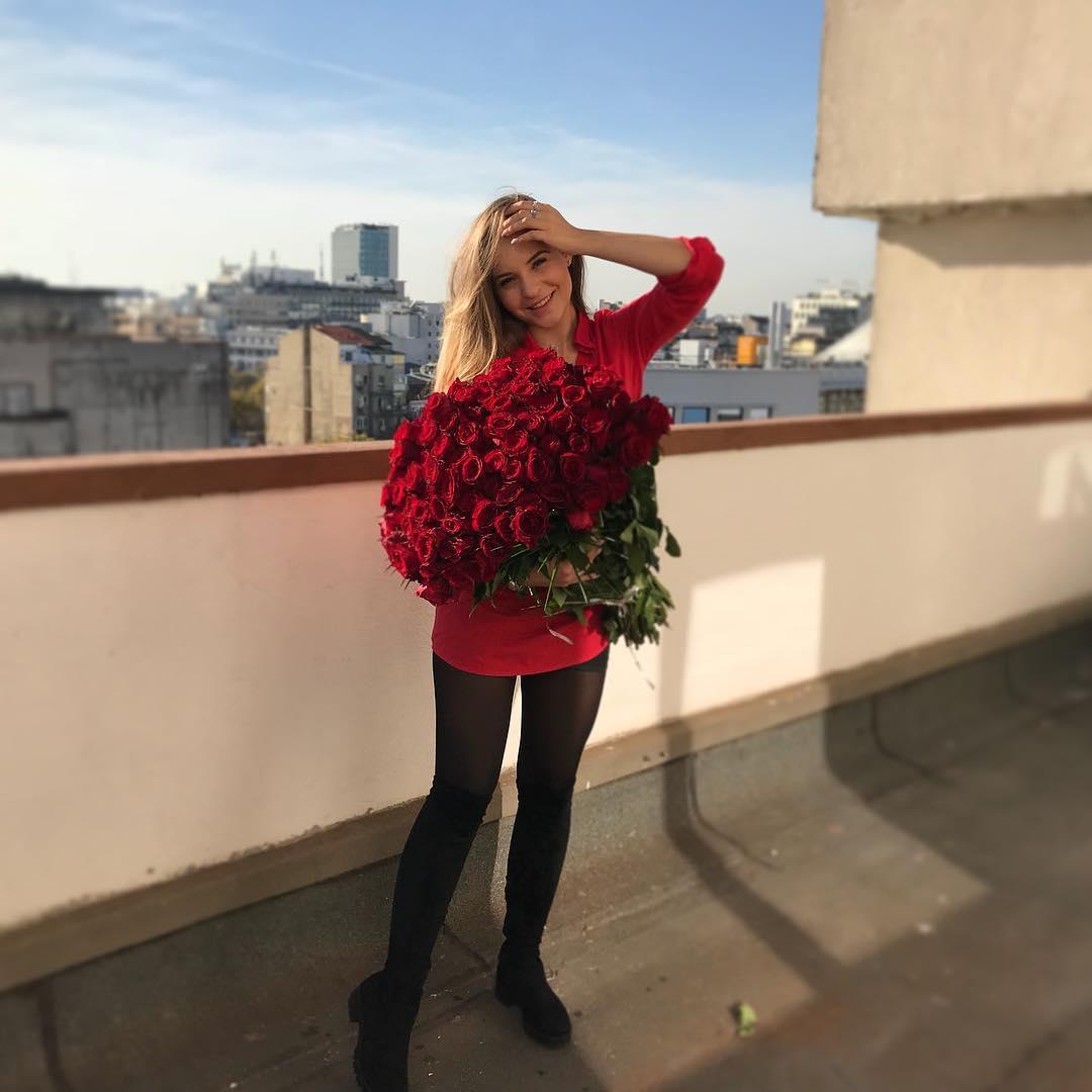 Andreea Bîrsan a convins un milionar să achite o notă de plată uriaşă / Instagram andreeabsn