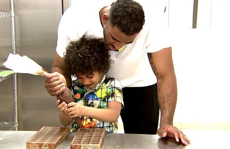 Aventurile lui Benny şi ale fiului său la fabrica de ciocolată sunt de Paşte la ştirile Antena Sport.