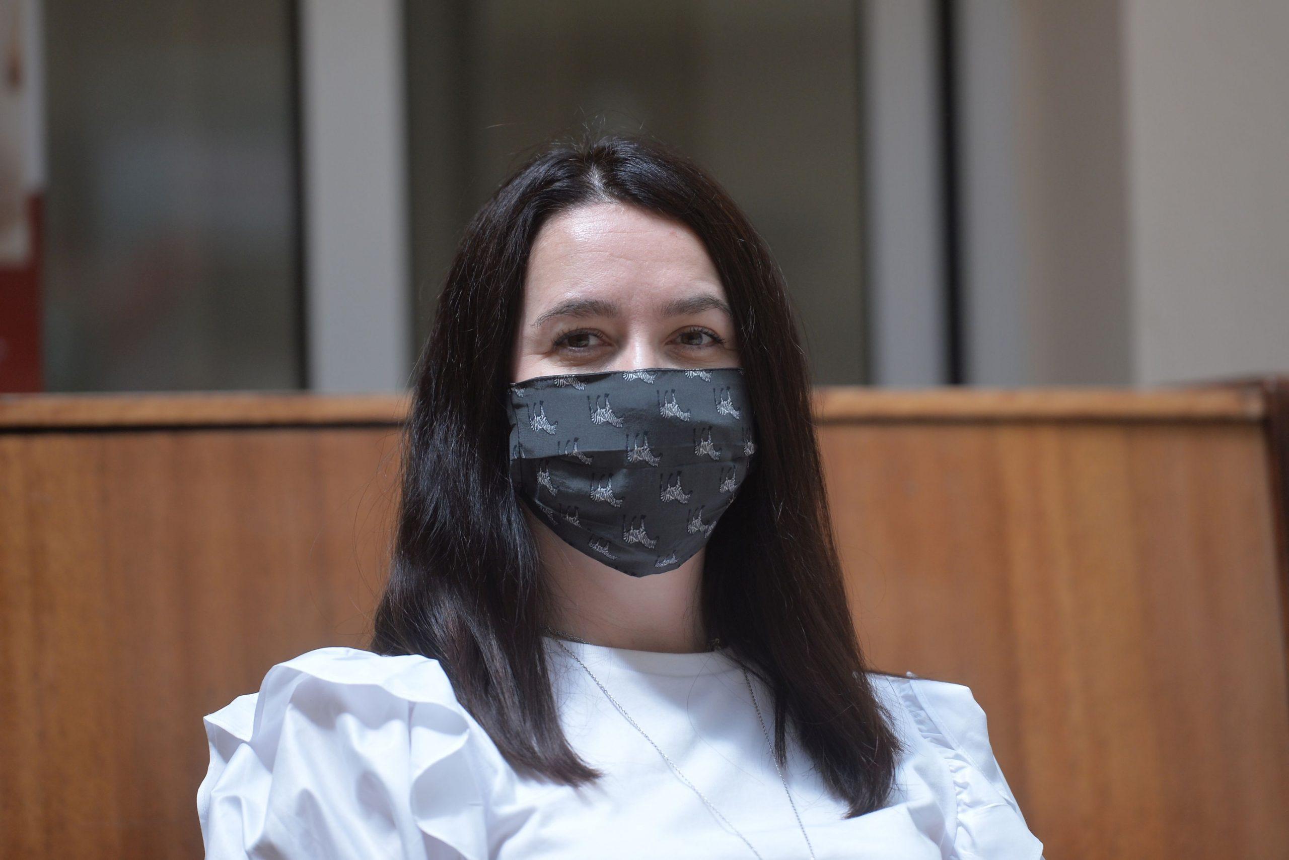 Amalia Năstase, la o conferinţă de presă, cu mască de protecţie împotriva Covid-19