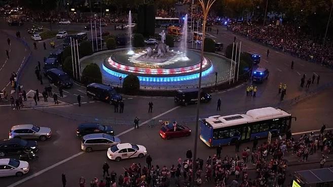 Tragedie după titlul câştigat de Atletico Madrid! Un copil de 14 ani a murit după ce s-a lovit cu capul de un zid