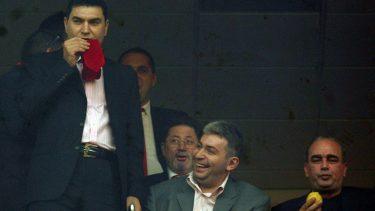 Directorul executiv al clubului de fotbal Dinamo Bucuresti, Cristian Borcea (S), Mircea Copaci (C) si Gigi Netoiu (D), se bucura, sambata 7 aprilie 2007, la finalul partidei dintre Steaua Bucuresti si Dinamo Bucuresti. Dinamo Bucuresti a invins echipa Steaua cu scorul de 4-2, intr-o partida din etapa a XXV-a, a Ligii I la fotbal.
