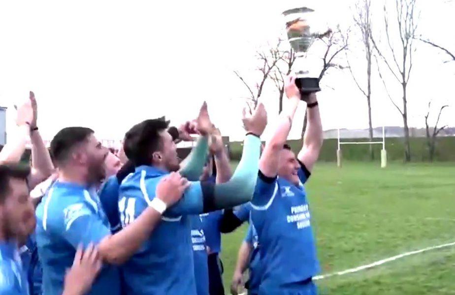 Gramadă pe trofeu! Cupa s-a făcut bucăţi în mâinile învingătorilor