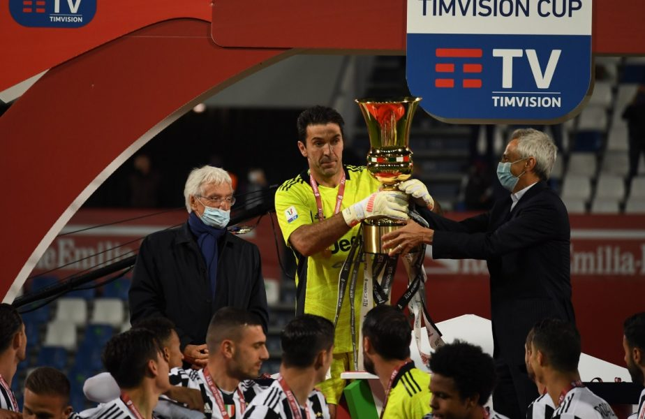 Gianluigi Buffon a câştigat Cupa Italiei pentru a şasea oară! A cucerit trofeul cu Enrico Chiesa, dar şi cu fiul acestuia