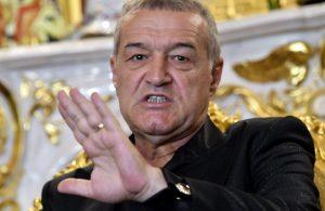 Gigi Becali, aici aflat la palatul din Bucureşti, la o acţiune cu presa,