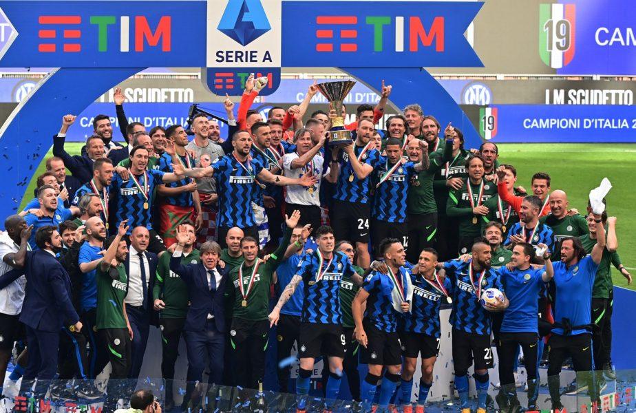 Inter, campioana Italiei! Nerazzurrii şi-au primit medaliile de campioni, după ce au făcut spectacol în ultima etapă din Serie A. Fanii au declanşat fiesta pe străzile din Milano