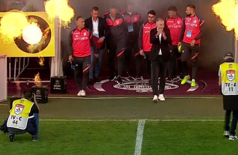 """CFR Cluj – FCSB   """"Puşi pe 7apte!"""" Show-ul făcut în Gruia a întârziat startul meciului"""