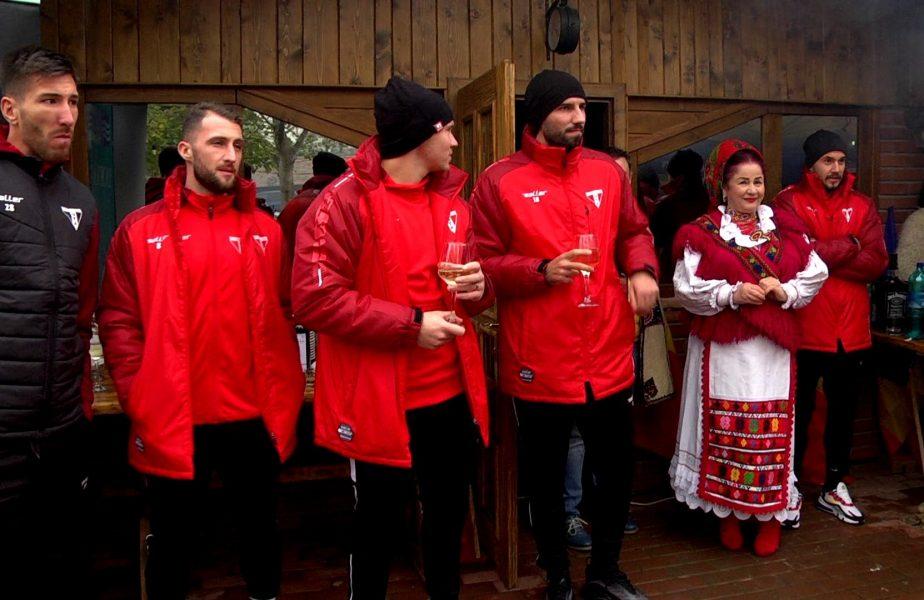 VIDEO EXCLUSIV | Jucătorii de la UTA Arad se simt excelent înaintea duelului cu FCSB. Fotbaliştilor li s-a compus o melodie de petrecere!