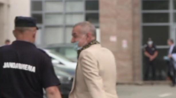 Gigi Becali, obligat să poarte mască, la tribunal. Ce a făcut după câteva secunde