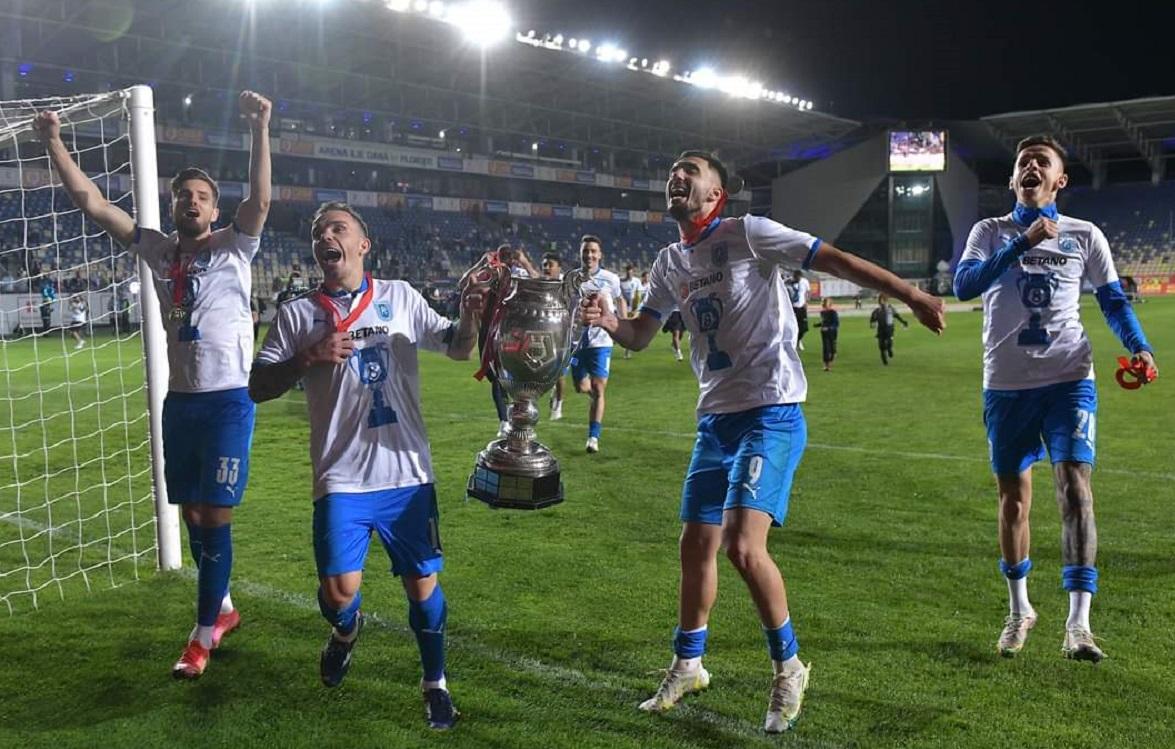 Dan Nistor și Andrei Ivan, cu trofeul Cupei României