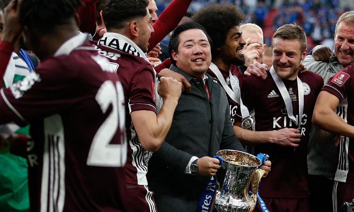 Patronul ridică trofeul!