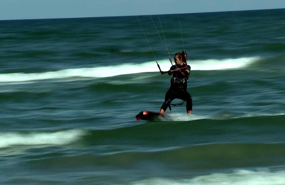 Kitesurfing-ul, noua distracţie de pe litoral