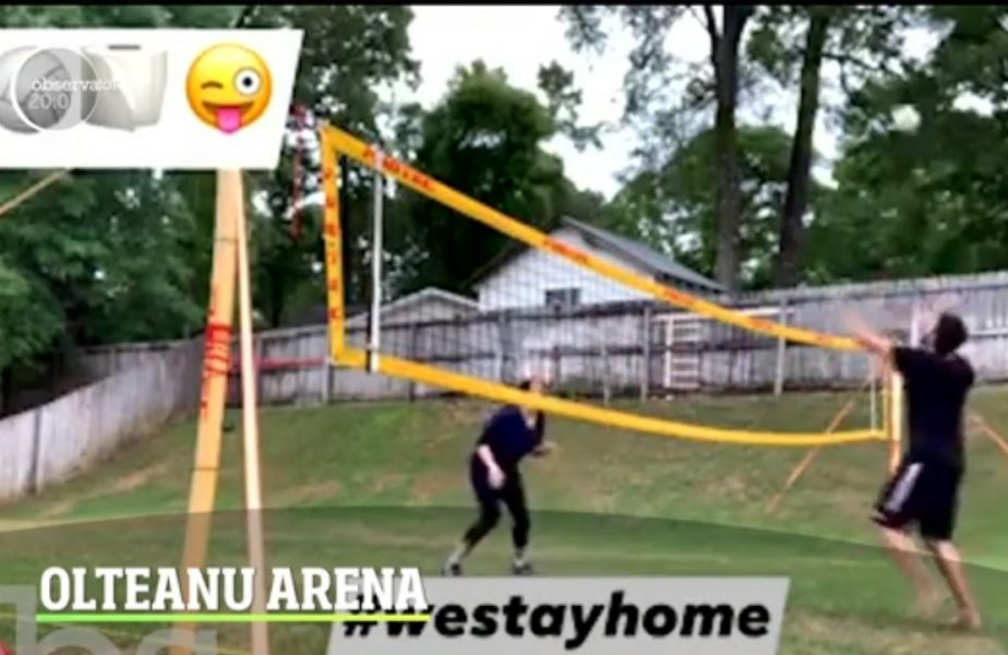 Un român joacă volei cu hârtia igienică!