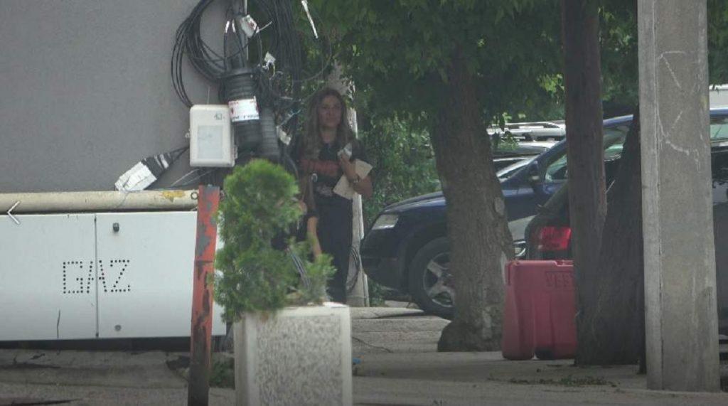 Soţia lui Mirel Rădoi şi-a parcat cu greu bolidul