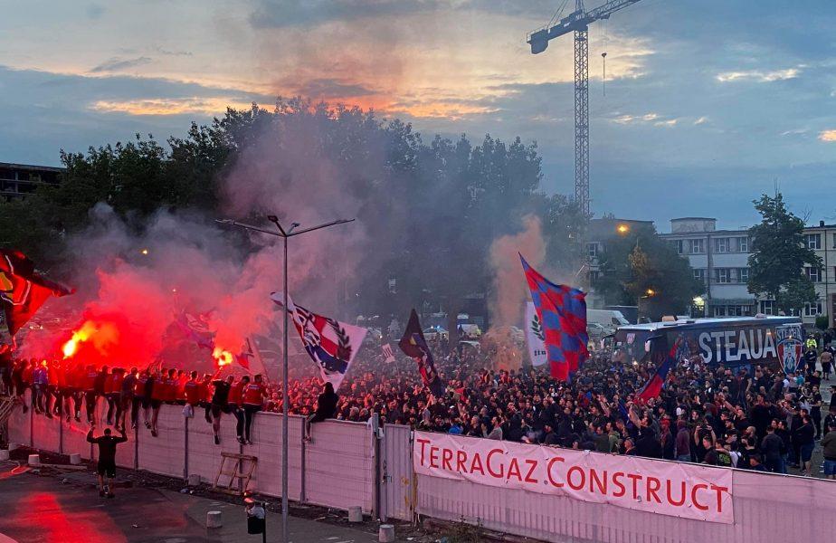"""Steaua a promovat în Liga 2! Ultraşii au declanşat fiesta şi au intrat în stadionul din Ghencea. Ironii către Gigi Becali: """"E doliu la palat"""""""