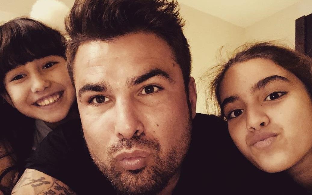 Adrian Mutu, într-o imagine veche, alături de cele două fiice ale sale / Foto: Instagram Adrian Mutu