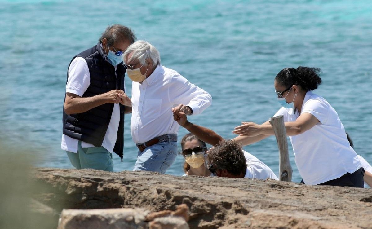 Bernie Ecclestone, ajutat în vacanţă de soţia care îi este cu 45 de ani mai tânără