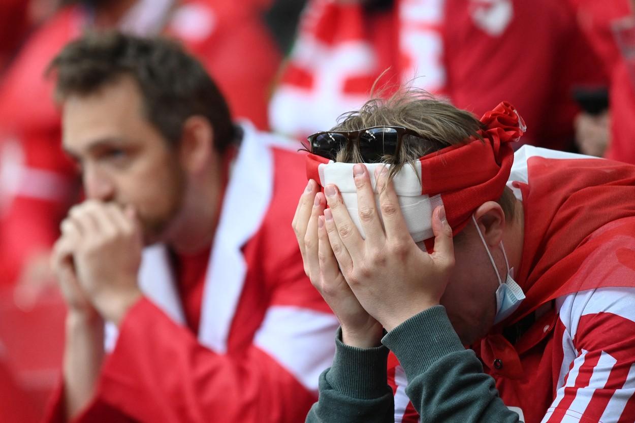 Euro 2020   Imagini cutremurătoare după ce Christian Eriksen s-a prăbuşit pe teren! Fanii şi jucătorii au izbucnit în lacrimi şi s-au rugat pentru viaţa starului danez